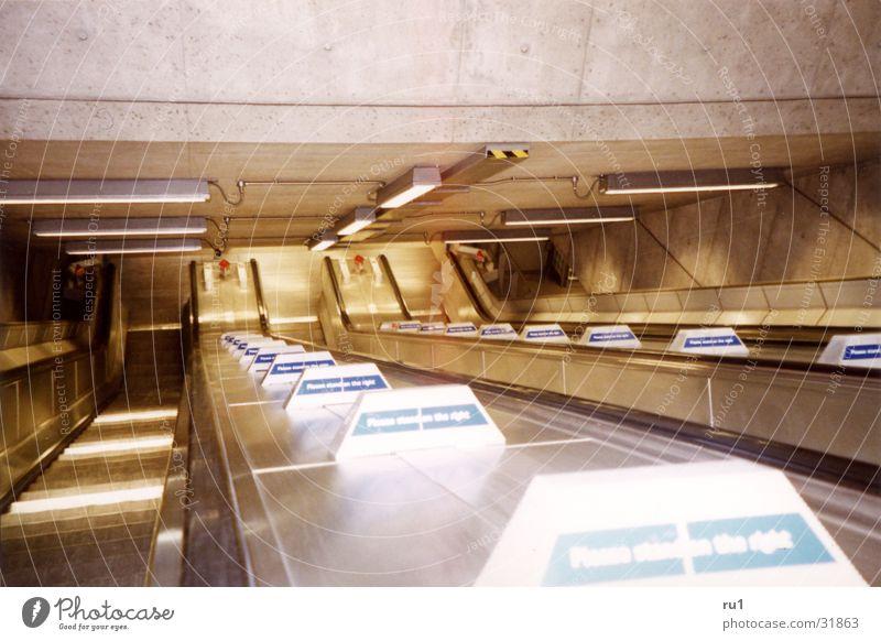 London Tube Mobilität U-Bahn Verkehr London Underground Rolltrepen Architektur