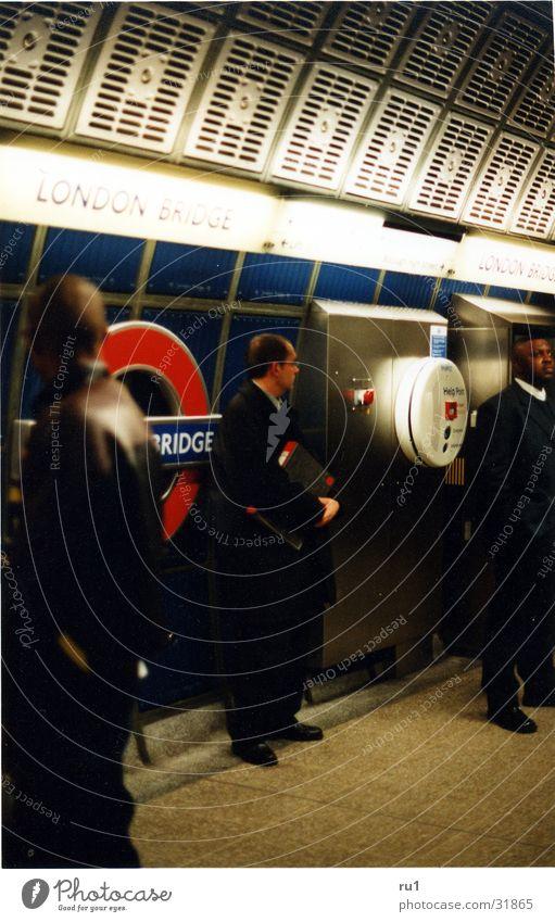 Working Londoner Mann London Underground Arbeit & Erwerbstätigkeit Mensch Waeten Business Geschäftsmann