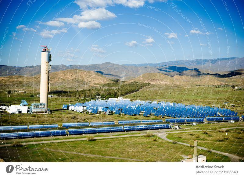 Solarmodule im Kraftwerk Sonnenenergie Paneele Station Himmel Schönes Wetter Reflexion & Spiegelung glänzend Sonnenstrahlen Tag Energie Elektrizität
