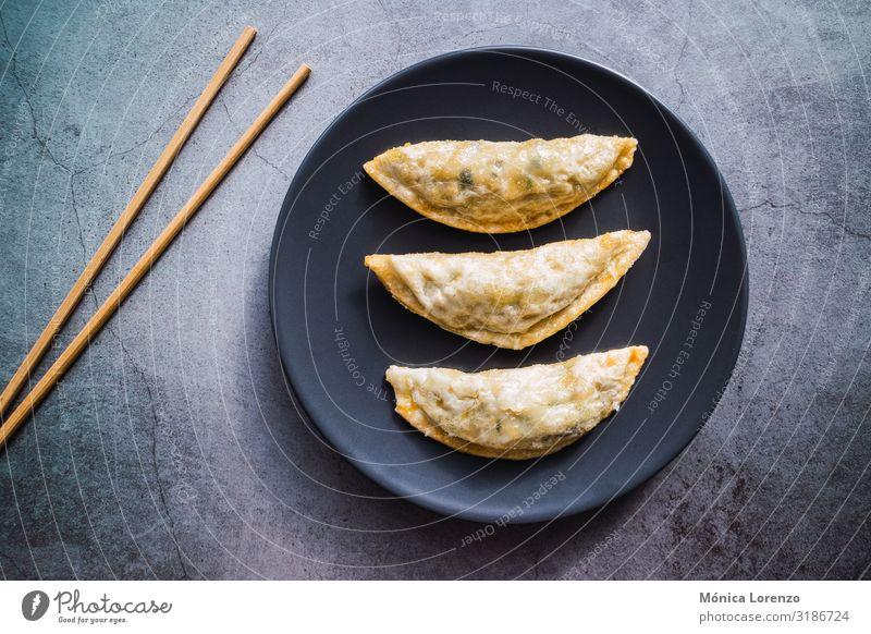 Mandu gefüllt mit Schweinefleisch und Gemüse. Koreanische Küche. Fleisch Meeresfrüchte Beton heiß lecker asiatisch kochen & garen Koreaner Knödel Kimchi Bohnen