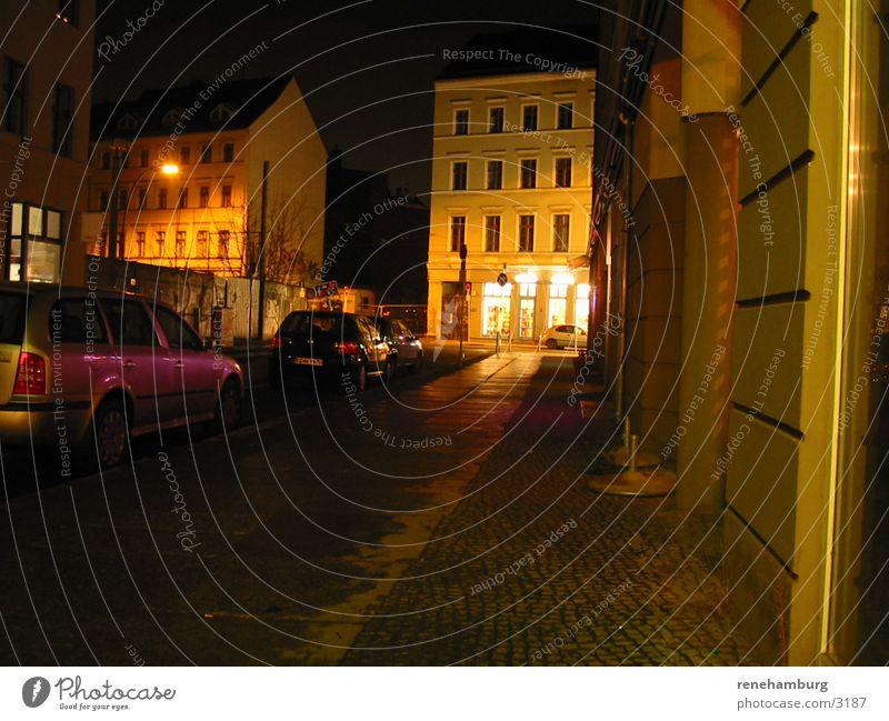 Berlin bei Nacht Straße dunkel Club