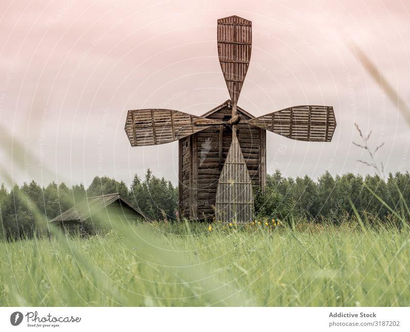 Inbetriebnahme einer alten hölzernen Windmühle in Finnland Holz Architektur ländlich Landschaft Wahrzeichen Bauernhof Europa Ferien & Urlaub & Reisen Gebäude