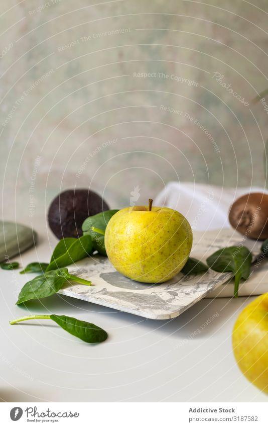 Frische Zutaten, Rezeptur von Green Smoothies. Milchshake Entzug Frucht Gemüse grün Apfel Stillleben Spinat Lebensmittel Aussicht Gesundheit Hintergrundbild