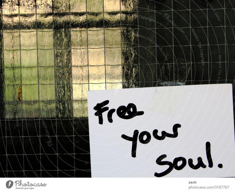 Free your soul. Stadt Fenster Glück Freiheit Fassade Zufriedenheit frei Schriftzeichen Schilder & Markierungen Lebensfreude einzigartig Zeichen Hoffnung Glaube