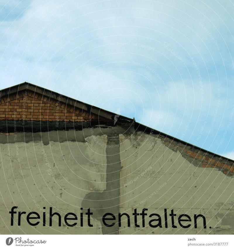 freiheit entfalten. Himmel Berlin Stadt Hauptstadt Stadtzentrum Haus Ruine Mauer Wand Dach Zeichen Schriftzeichen Graffiti blau grau Glück Zufriedenheit