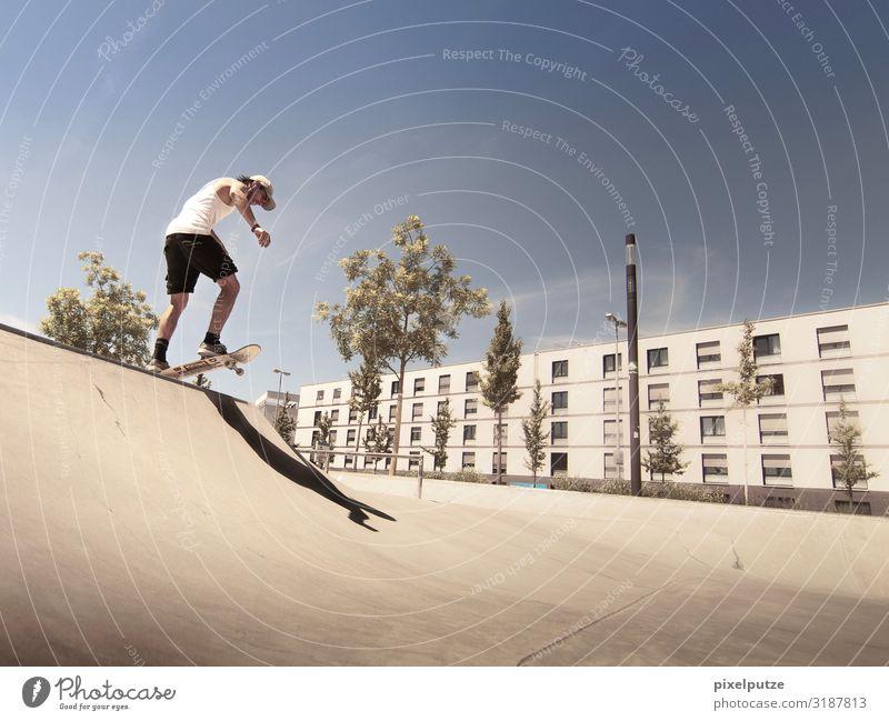 Drop in Sport Sportstätten Halfpipe Stadt fahren Coolness sportlich Freizeit & Hobby Konzentration Mut Brennpunkt Funsport Session Skate Skateboard