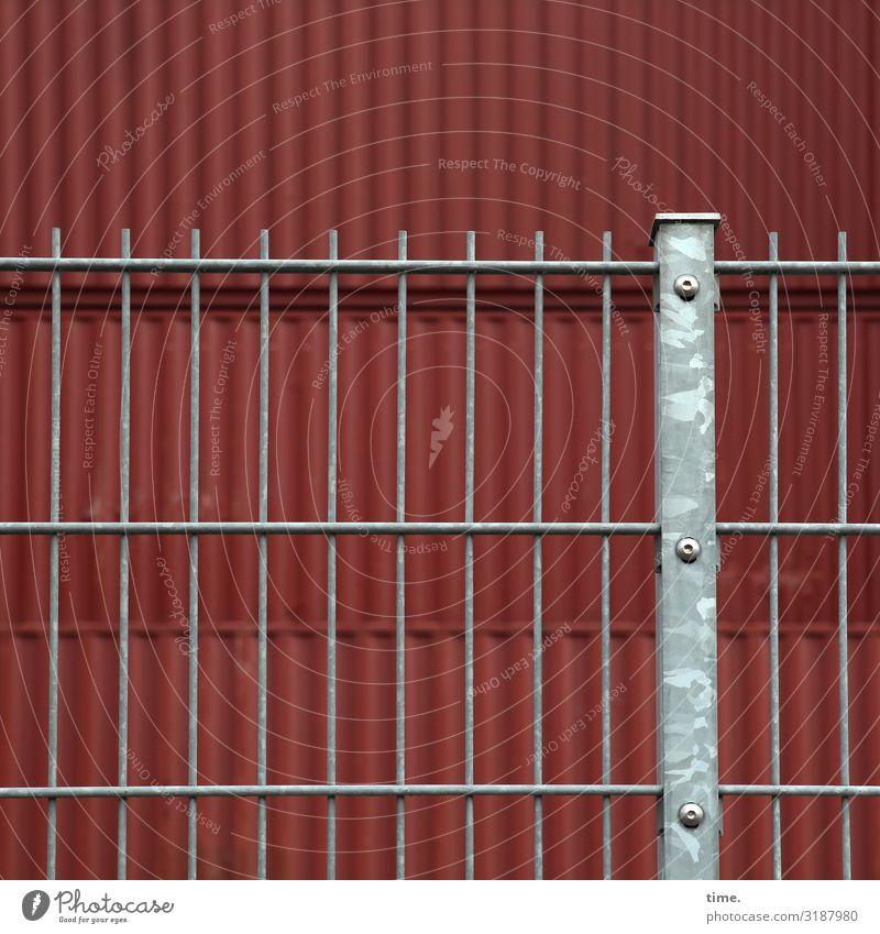 Geschichten vom Zaun (XXXIII) Güterverkehr & Logistik Baustelle Container Zaunpfahl Bauzaun Schraube Metall Stahl Linie fest trocken grau rot Kraft Macht