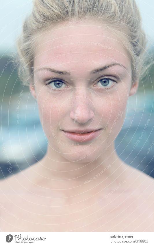 Pure Mensch feminin Junge Frau Jugendliche Erwachsene 1 18-30 Jahre blond langhaarig Zopf Wahrheit authentisch Leben Tag Licht Schwache Tiefenschärfe Porträt