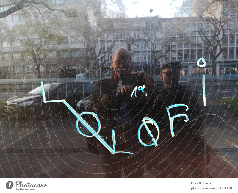 Fotografen unterwegs Mensch Mann blau Stadt Freude Fenster Gesicht Erwachsene Senior Haare & Frisuren Stimmung Design maskulin Körper 45-60 Jahre Abenteuer