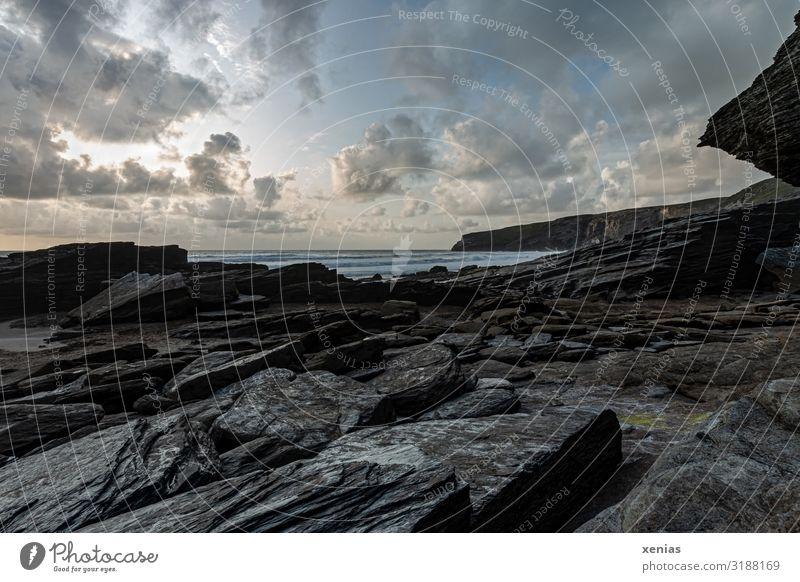 Schwarzer Fels an Trebarwith Beach in der Dämmerung, Cornwall, England Ferien & Urlaub & Reisen Tourismus Strand Meer Umwelt Natur Landschaft Himmel Wolken