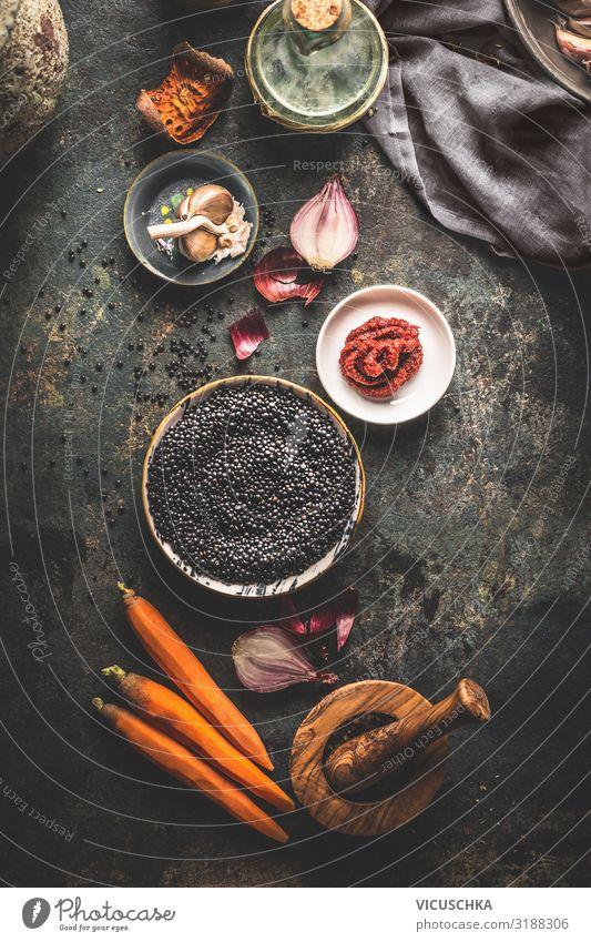 Schwarze Linsen mit Zutaten Lebensmittel Getreide Ernährung Bioprodukte Vegetarische Ernährung Diät Geschirr Stil Design Gesunde Ernährung Tisch