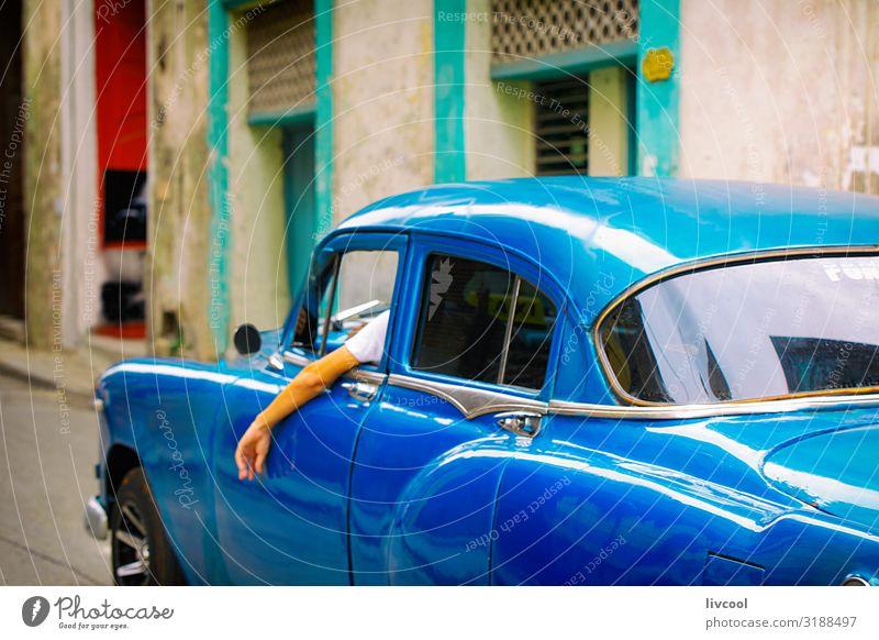 altes blaues Auto - zentrale Straßen von Havanna, Kuba Lifestyle Leben Ferien & Urlaub & Reisen Tourismus Ausflug Insel Regen Verkehr Taxi Oldtimer fahren