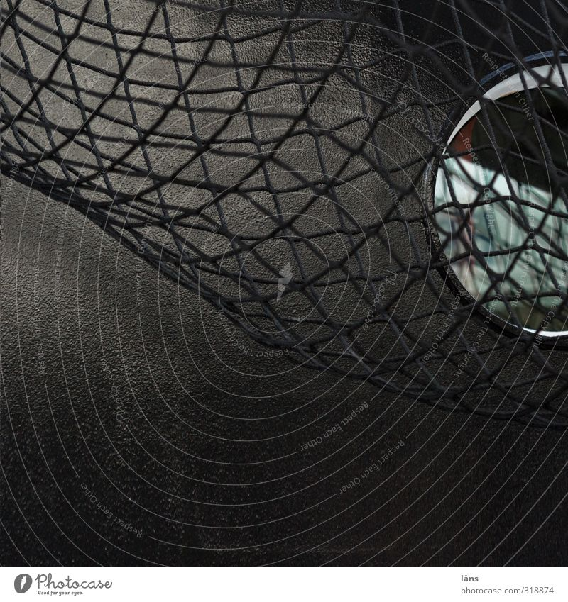 gefangen in schwarz weiß dunkel Verkehr Netzwerk Schifffahrt Stahl Bullauge Schiffsrumpf