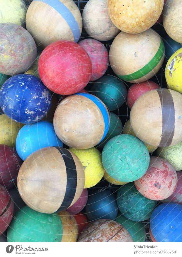 Ballkiste Freizeit & Hobby Spielen Kinderspiel Sport Ballsport Kindergarten Spielplatz Kasten Kitsch Krimskrams Sammlung Sammlerstück Holz Kugel werfen alt
