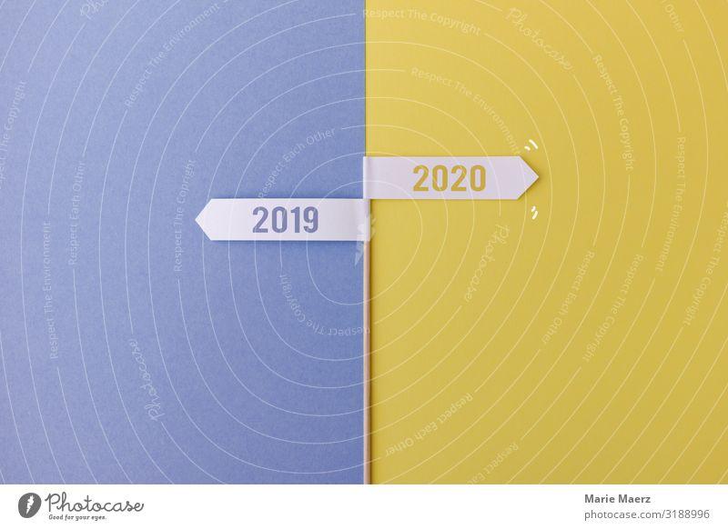 Tschüss 2019. Hallo 2020. Lifestyle Bildung Wirtschaft Business Karriere Erfolg Zeichen machen neu Optimismus Willensstärke Mut Tatkraft Beginn Fortschritt