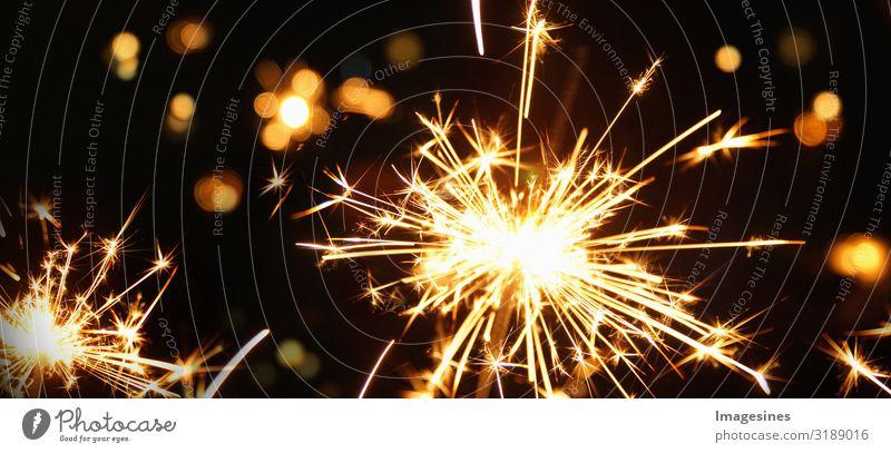 brennende Wunderkerzen Party Lichteffekt. Frohes neues Jahr und Frohe Weihnachten. Magisches Licht. Lifestyle Feste & Feiern Veranstaltung Partystimmung