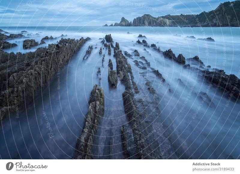Neblige Landschaft am Felsenküste von Playa de Gueirua Küste Meer Nebel playa gueirua Asturien Spanien Meereslandschaft Natur Wasser Strand Klippe