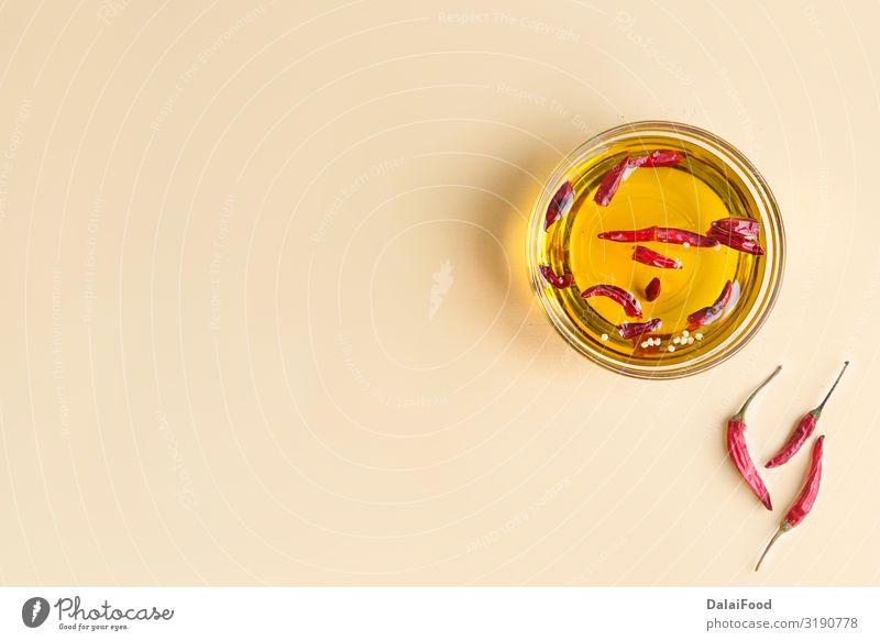 Öl-Chili mit mehreren Eigenschaften Gemüse Kräuter & Gewürze Flasche Medikament Pflanze frisch heiß hell kalt natürlich rot Tradition aromatisch Aromatherapie