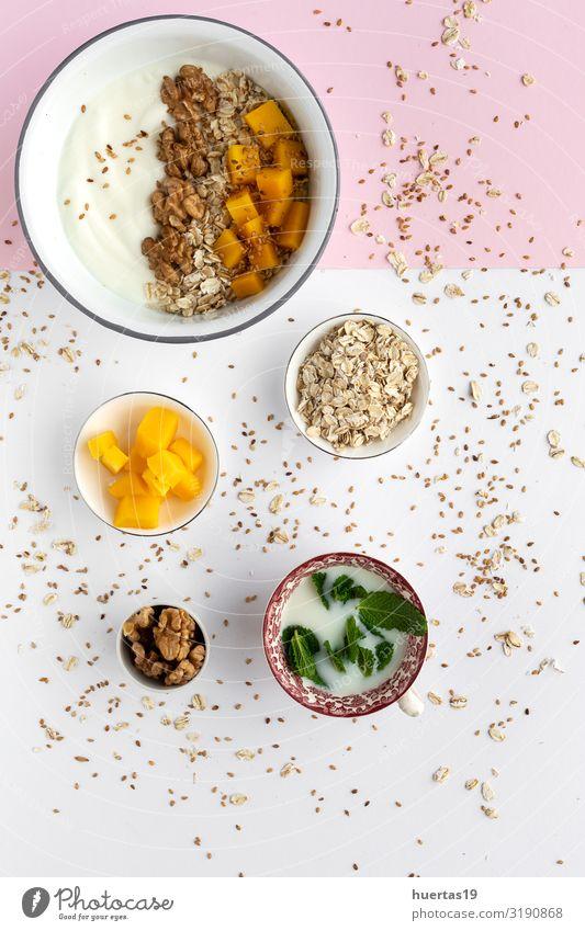 Schale mit hausgemachtem Müsli mit Joghurt und Cerealien Lebensmittel Frucht Ernährung Frühstück Vegetarische Ernährung Diät Schalen & Schüsseln Löffel