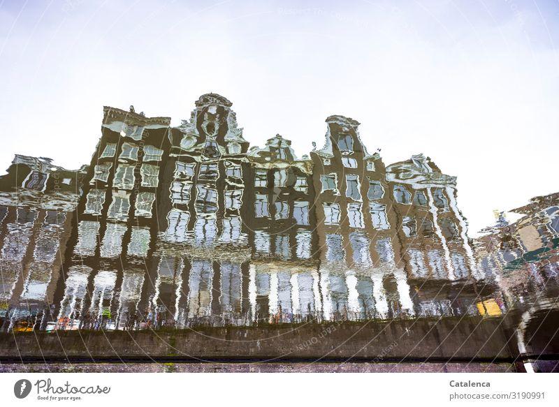 Unscharf | Spiegelung Tourismus Sightseeing Wohnung Urelemente Wasser Himmel Gracht Amsterdam Niederlande Bauwerk Gebäude Architektur Fassade Sehenswürdigkeit