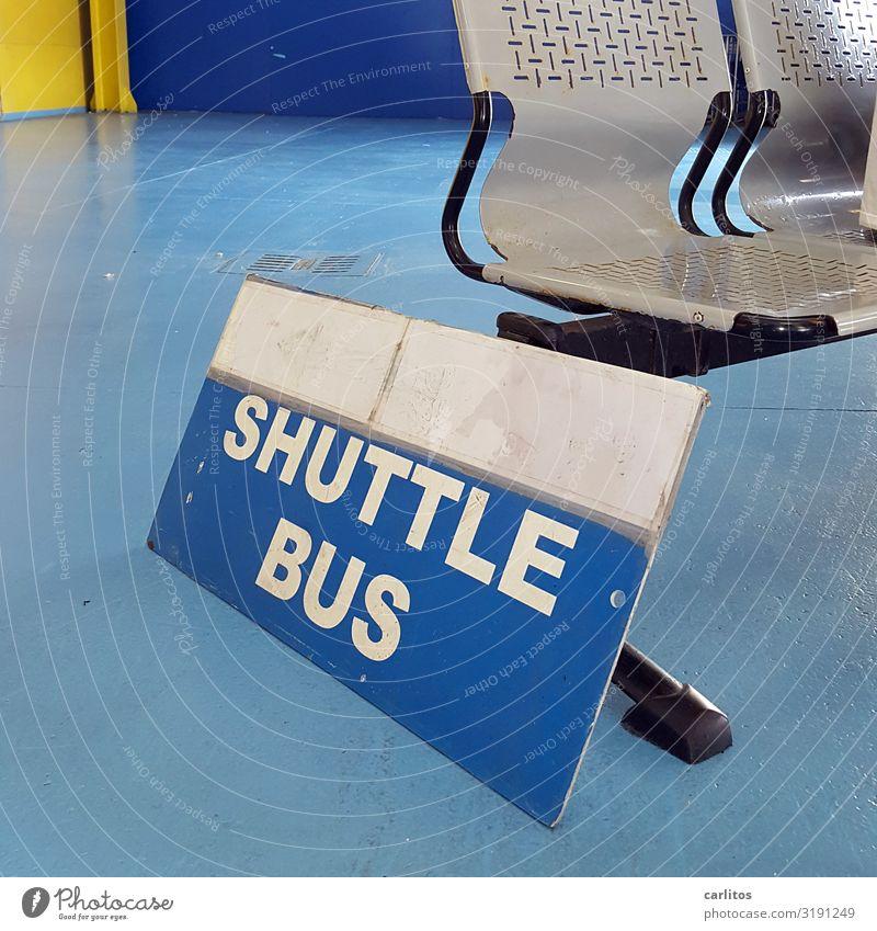 Shuttle Bus Tourismus Invasion Belästigung Störung Sightseeing Sitzgelegenheit warten Wartesaal Wartehäuschen Personenverkehr Senior Ruhestand