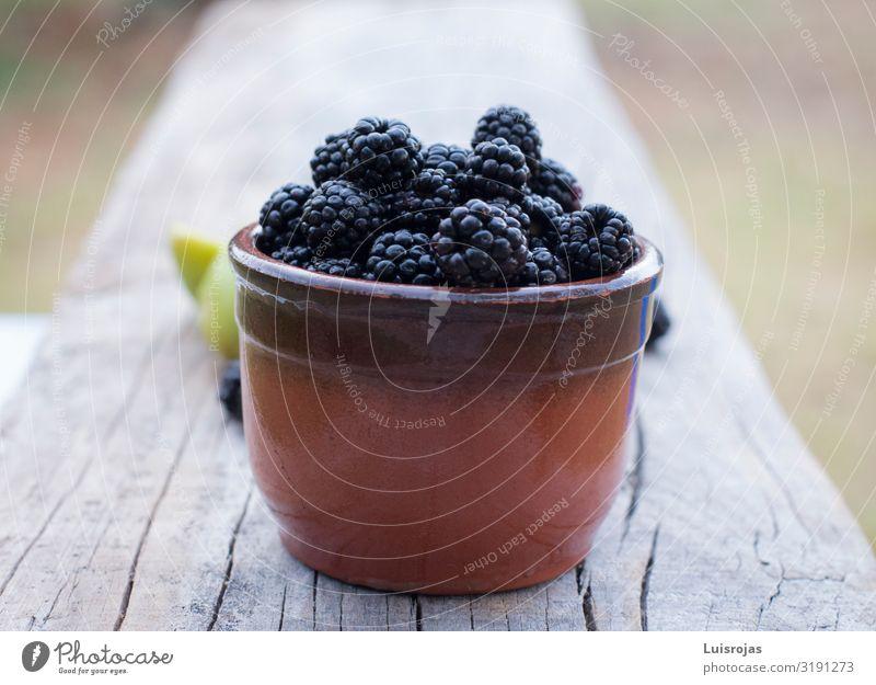 Stilleben mit Brombeeren und Feigen Lebensmittel Gemüse Frucht Dessert Ernährung Bioprodukte Vegetarische Ernährung Diät Slowfood Gesundheit Gesundheitswesen