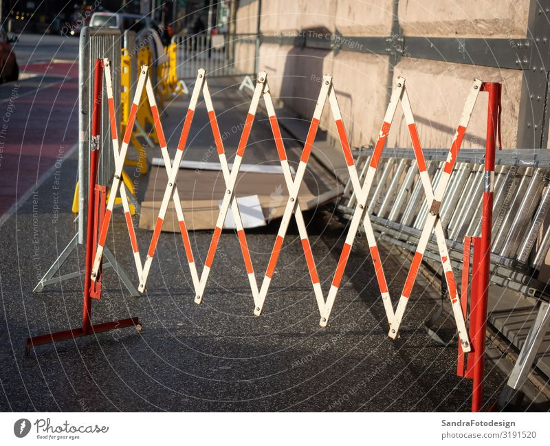 A red white barrier of a construction site in the city Baustelle Verkehrswege Straßenverkehr Arbeit & Erwerbstätigkeit bauen architecture brick Großstadt