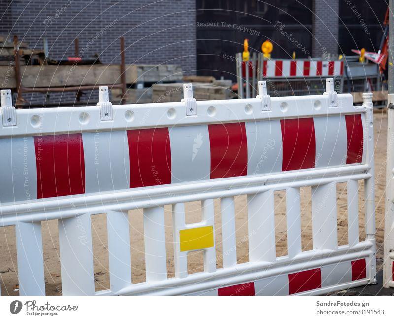 A red white barrier of a construction site in the city Baumaschine Industrieanlage Bauwerk Architektur Mauer Wand Autofahren Straße Arbeit & Erwerbstätigkeit