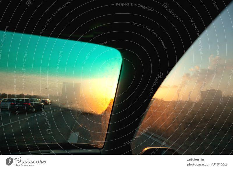 A-Säule Himmel Himmel (Jenseits) Straße Herbst Autofenster Textfreiraum PKW Perspektive Innerhalb (Position) fahren Tiefenschärfe Abenddämmerung Autobahn