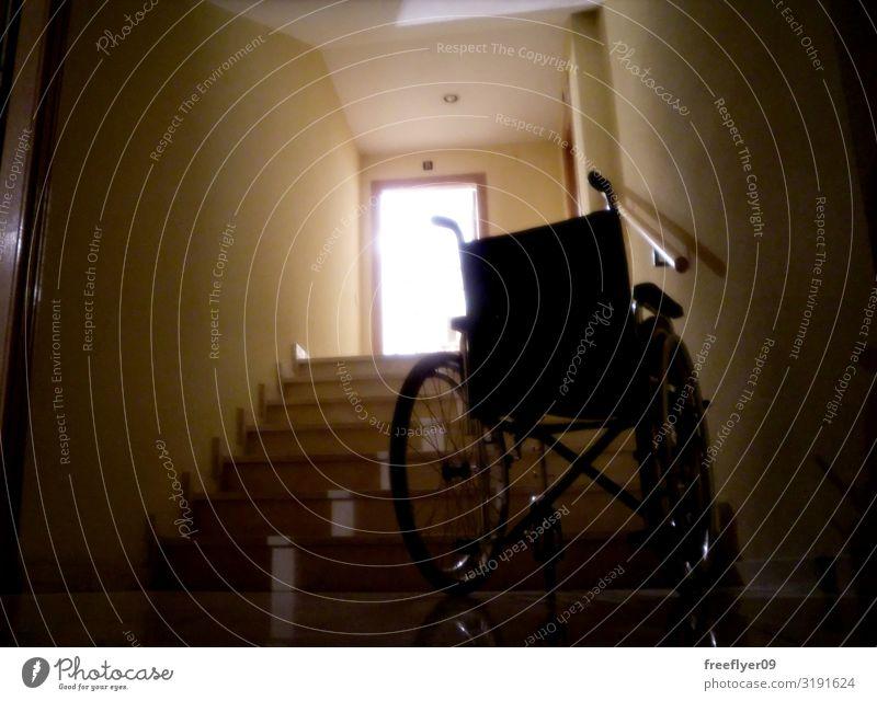 Rollstuhl und die Hoffnung, aufzustehen. Natur Wege & Pfade Fröhlichkeit Religion & Glaube Selbstständigkeit Wunder Treppe Licht Lazarus aufstehen Spaziergang