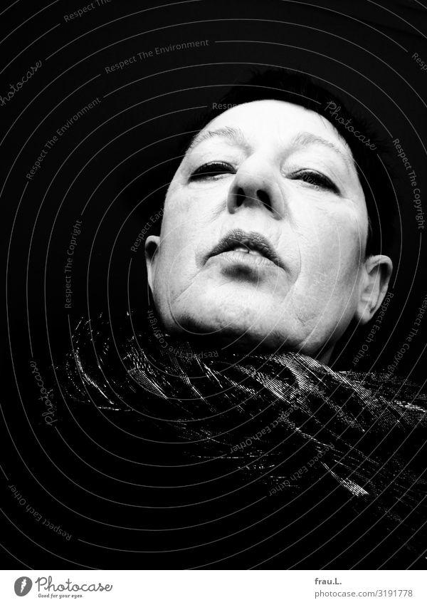 mephistophelisch Frau Mensch alt Gesicht Erwachsene feminin 45-60 Jahre einzigartig bedrohlich Weiblicher Senior schwarzhaarig Stolz falsch Willensstärke