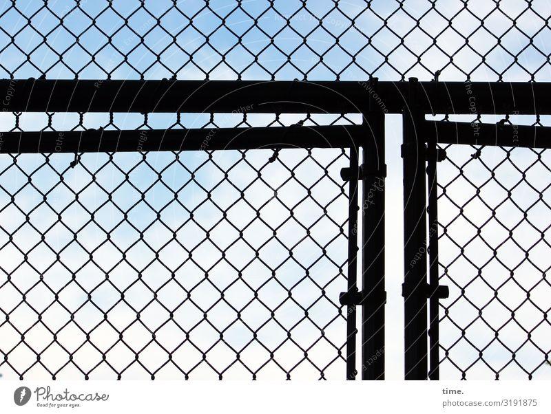 Geschichten vom Zaun (XXXVIII) Himmel Schönes Wetter New York City Bauwerk Tür Tor Maschendraht Maschendrahtzaun Linie Netzwerk Sicherheit Schutz Ausdauer