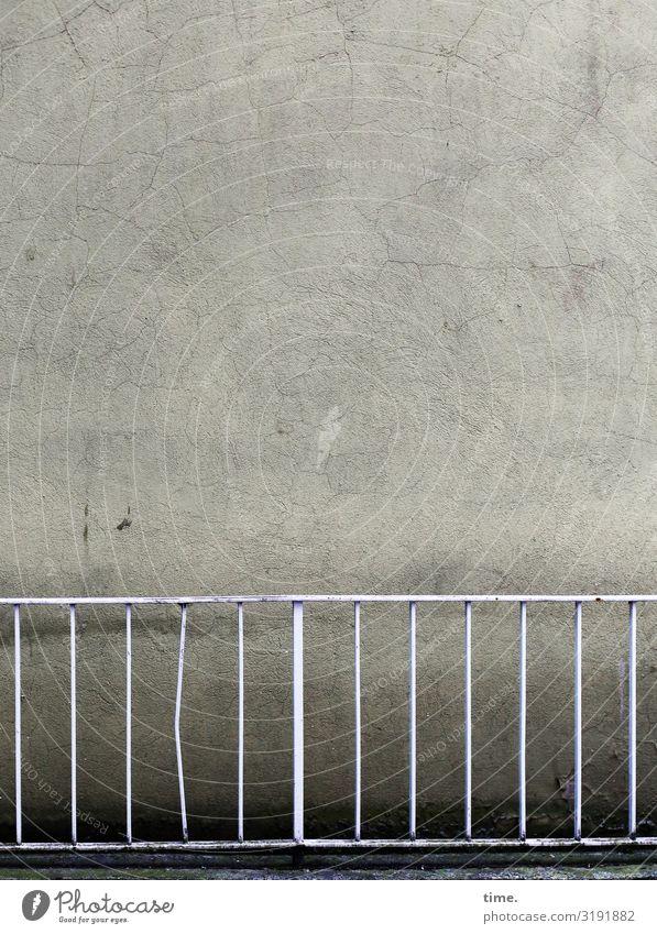 Geschichten vom Zaun (XLVII) Stadt Ferne dunkel Wand Mauer Stimmung trist Ordnung leer Vergänglichkeit Geländer Zusammenhalt Stadtzentrum Überraschung gruselig