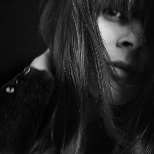 aka rolleyes Frau Mensch schön dunkel Erwachsene feminin Gefühle Bewegung Denken Stimmung Perspektive warten beobachten Neugier entdecken Schutz