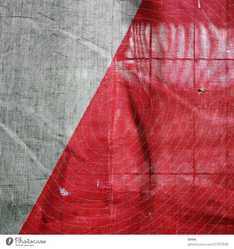 Geschichten vom Zaun (XLIV) Baustelle Bauplane Bauzaun Stoff Kunststoff Linie Netzwerk dunkel kaputt trashig grau rot Sicherheit Schutz Leben Müdigkeit
