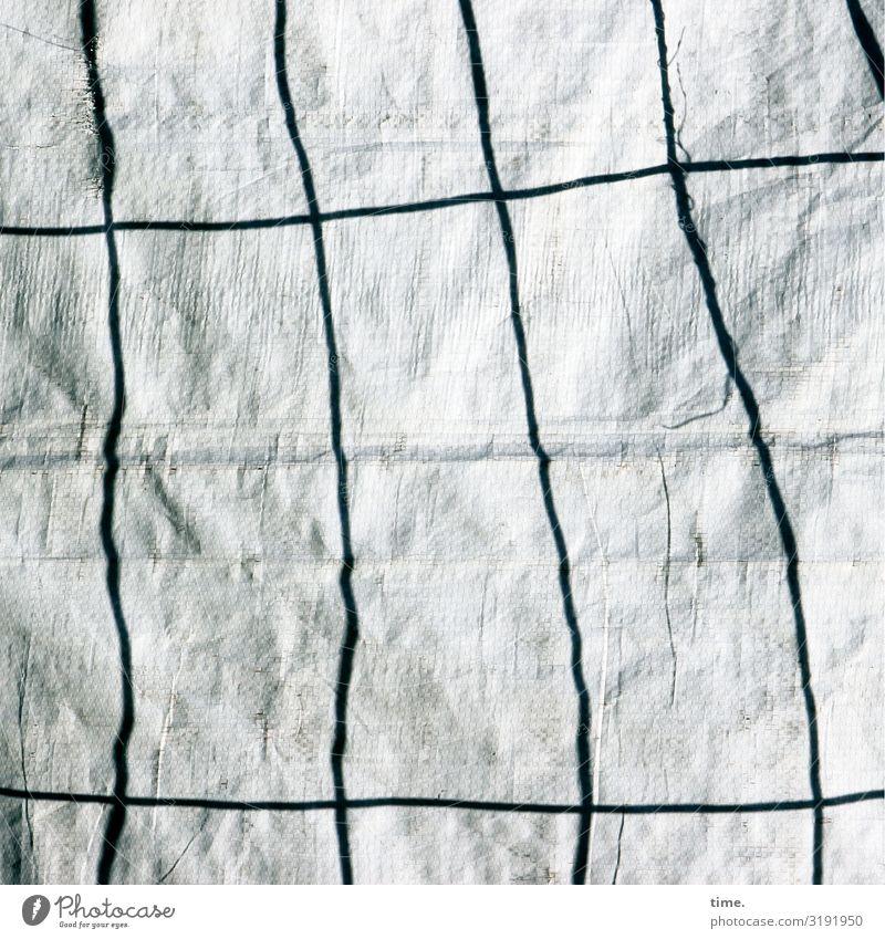 Geschichten vom Zaun (XXXIX) Arbeitsplatz Baustelle Handwerk Verpackung Kunststoffverpackung Bauzaun Abdeckung Bauplane Falte Faltenwurf Linie Sicherheit Schutz