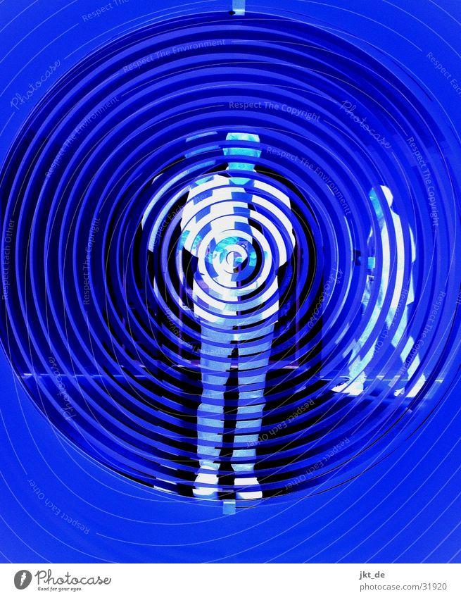 blue print - mirror 1 Mensch Mann blau schwarz Menschengruppe Spiegel Spirale