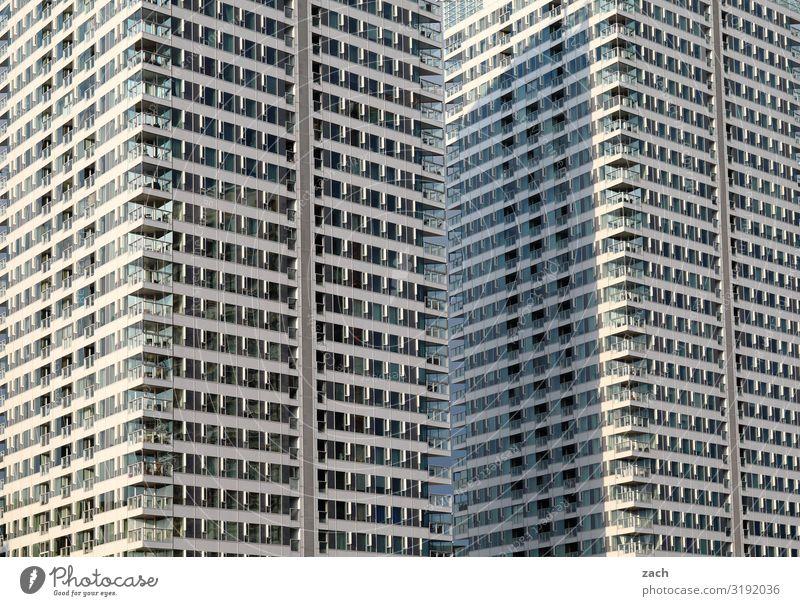 Nachbarschaft Bratislava Slowakische Republik Stadt Hauptstadt Stadtzentrum überbevölkert Haus Hochhaus Bankgebäude Mauer Wand Fassade Balkon Fenster