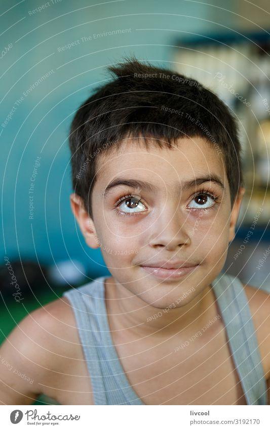 hübscher Junge in einem Warenhaus , trinidad - kuba Lifestyle kaufen Stil schön Leben Spielen Ferien & Urlaub & Reisen Ausflug Insel Kind Mensch maskulin