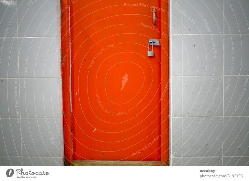 schließen orange Tür verriegelt Haus Platz Tor Gebäude Architektur Mauer Wand Sehenswürdigkeit Kasten Beton Holz Metall Schloss Farbe Schutz gesperrt Sicherheit