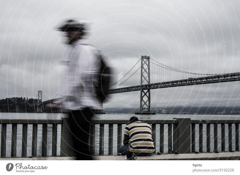 Rush hour Körper 2 Mensch Umwelt schlechtes Wetter San Francisco Brücke Verkehr Bewegung sitzen trist Stadt grau Stimmung Hoffnung Traurigkeit Trauer Heimweh