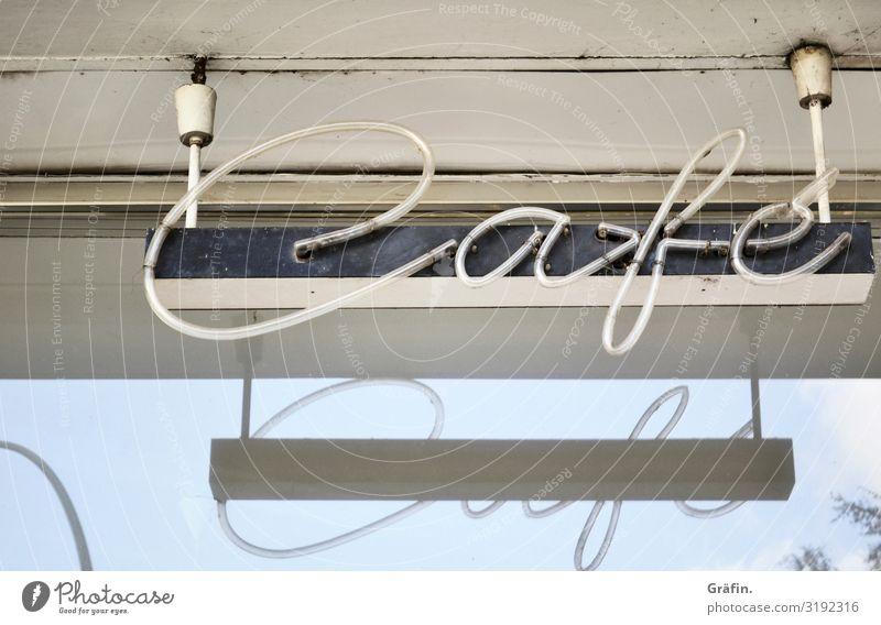 Kaffepäuschen alt blau Stadt weiß Haus Fenster Gebäude Zusammensein Freizeit & Hobby Dekoration & Verzierung retro leuchten Schriftzeichen Glas