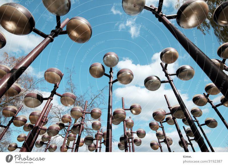 Lightboxen (IV) Kunst Kunstwerk Skulptur Himmel Wolken Schönes Wetter Lampe Straßenbeleuchtung Glas Metall außergewöhnlich exotisch Zusammensein Stadt