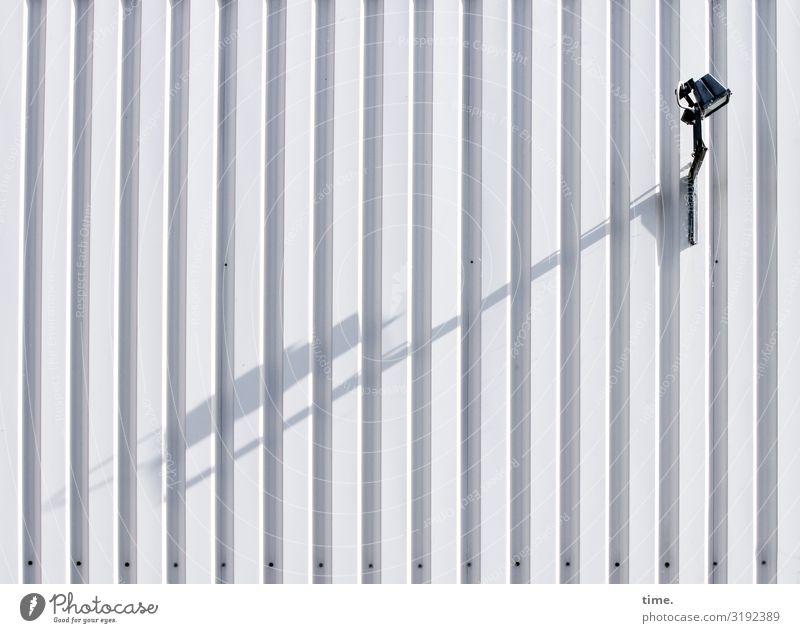 Lightbox (III) Stadt Wand Zeit Mauer Lampe Design hell elegant ästhetisch Perspektive Hilfsbereitschaft Neugier entdecken Straßenbeleuchtung Konzentration