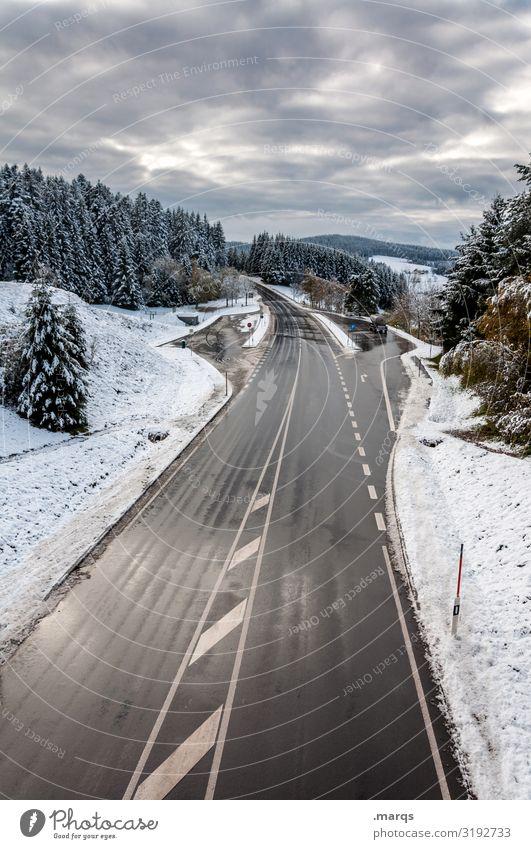 B 500 Tourismus Ausflug Abenteuer Landschaft Gewitterwolken Winter Wetter Schnee Wald Hügel Verkehr Straße Schwarzwald Sicherheit Ziel Fluchtpunkt Wege & Pfade
