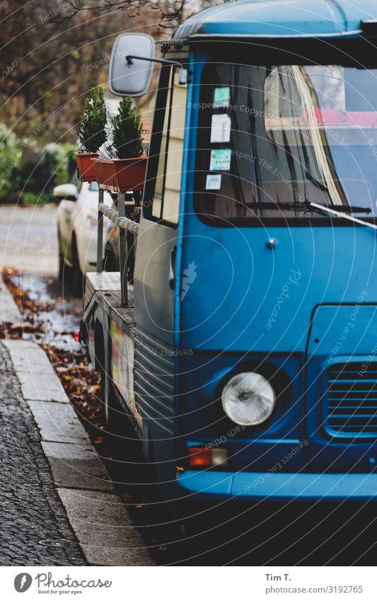 Parkplatz Berlin Berlin-Mitte Stadt Hauptstadt Stadtzentrum Altstadt Menschenleer Verkehr Verkehrsmittel Straße Fahrzeug Lastwagen Oldtimer Stress parken