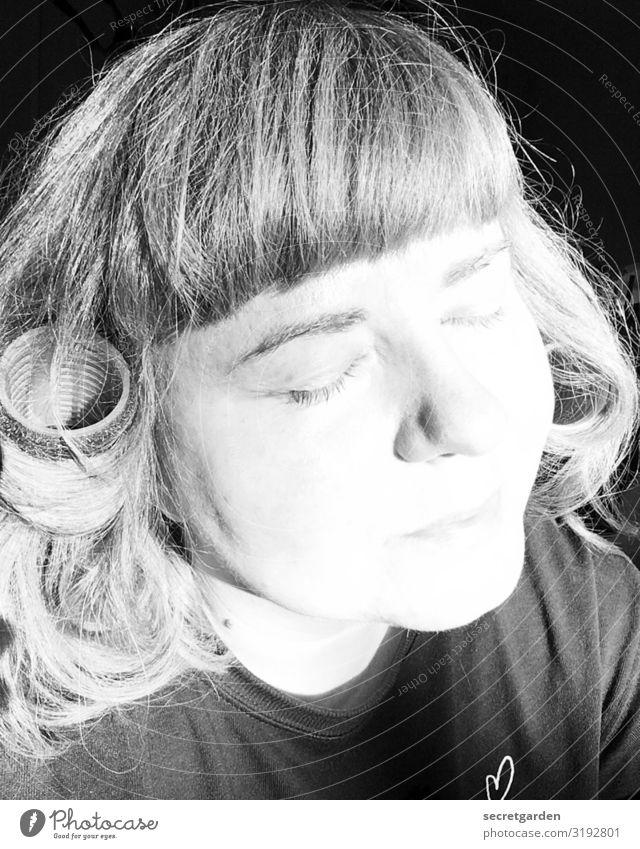 Und ewig 'lockt' das Weib. Lifestyle schön Wohlgefühl Zufriedenheit Erholung ruhig Meditation Friseur feminin Junge Frau Jugendliche Erwachsene Kopf 1 Mensch