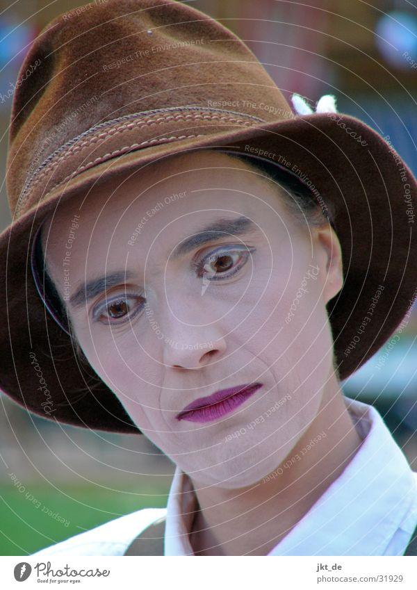gaukler 1 Artist Bayern Schminke geschminkt Mann Gaukler kleinkunst androgyn Hut