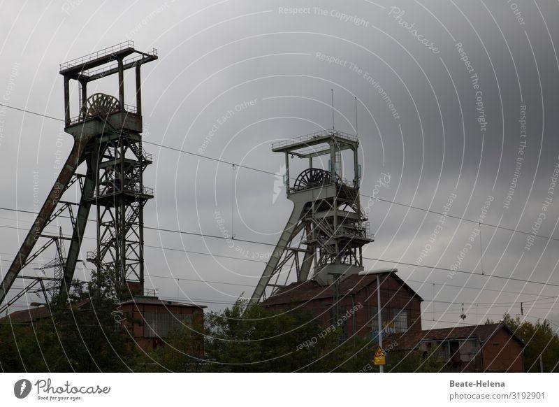 Zeitzeichen 1 Arbeit & Erwerbstätigkeit Arbeitsplatz Energiewirtschaft Technik & Technologie Kohlekraftwerk Energiekrise Wolken Turm Architektur Förderturm