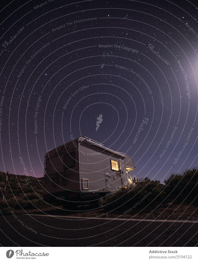 Karawane am Straßenrand unter nächtlichem Sternenhimmel Karavane Ferien & Urlaub & Reisen Nacht sternenklar Himmel Wüste Wohnmobil Autoreise Teneriffa Spanien